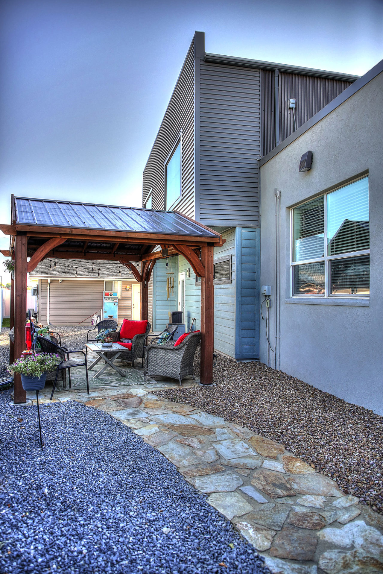 Aloha Behavioral Consultants, metal exterior siding, stucco exterior, pergola with metal roof